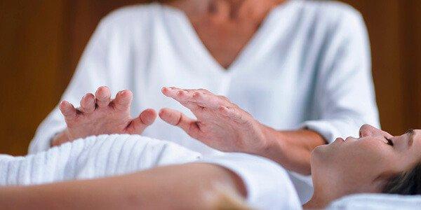 Hospital de Faro utiliza terapias de Reiki em doentes com cancro
